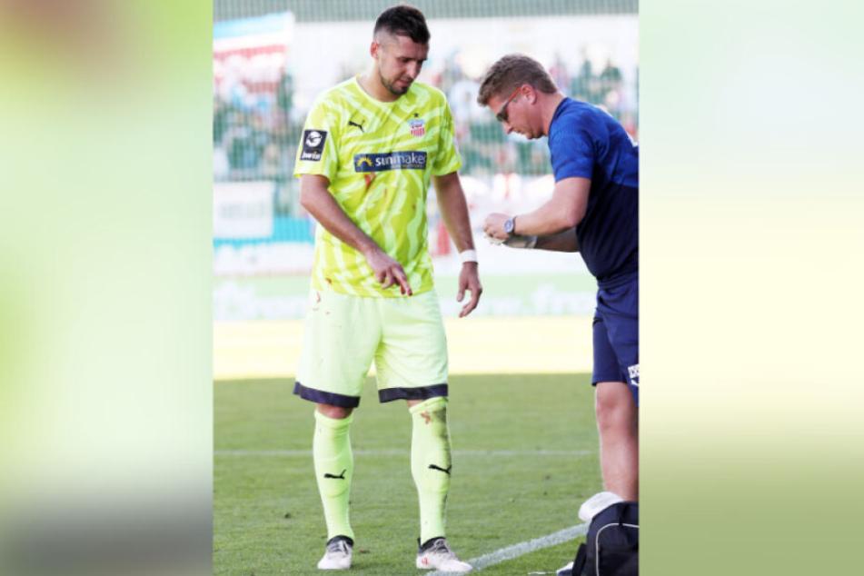 Davy Frick wurde wegen einer Fingerverletzung von Physio Sven Schubert behandelt.