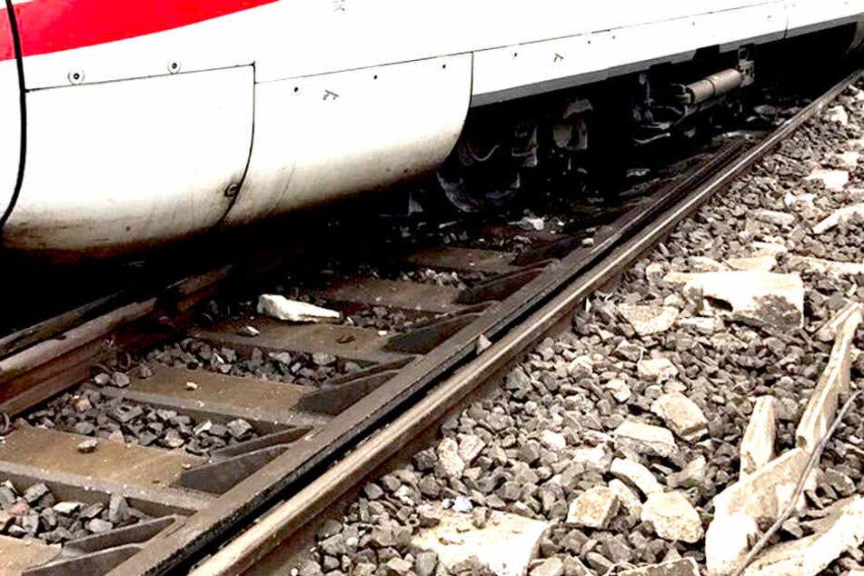 Todesdrama in Magdeburg: Mann gerät unter Zug und stirbt