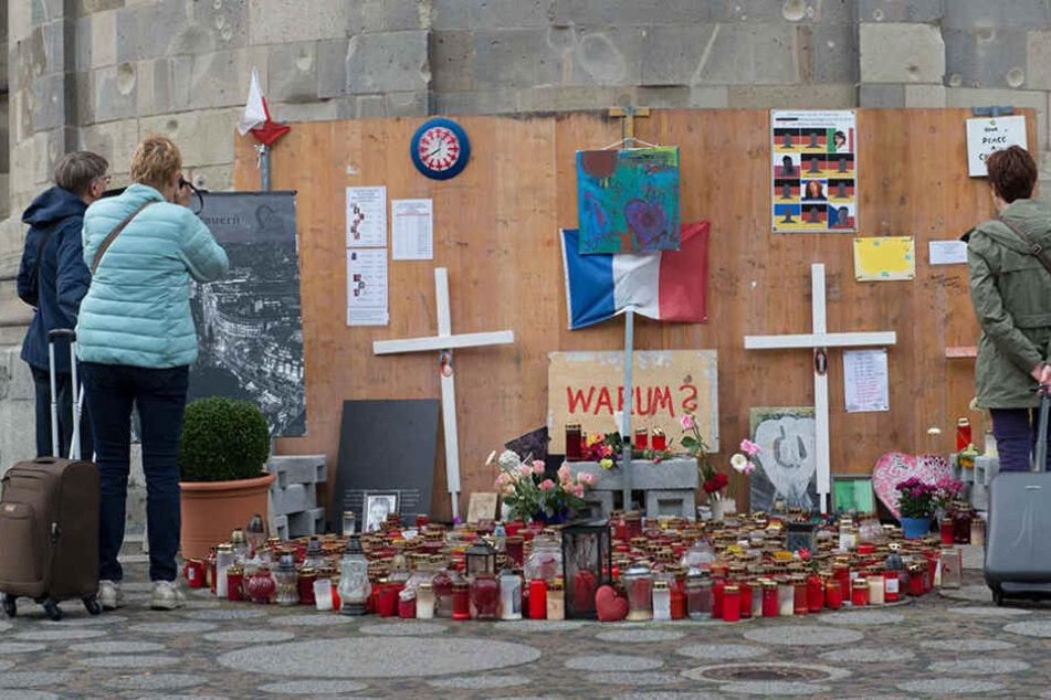 An der Gedächtniskirche wurde eine Gedenkstätte für die Opfer des Anschlags aufgebaut.