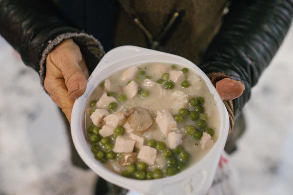 Auch für warmes Essen wird an vielen Hilfseinrichtungen gesorgt. (Symbolbild)