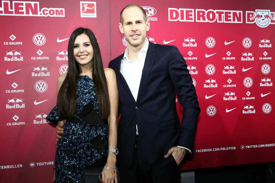 RB Leipzigs Stammtorhüter Péter Gulácsi (29) und seine Frau Diana sind am Sonntag erstmals Eltern geworden.