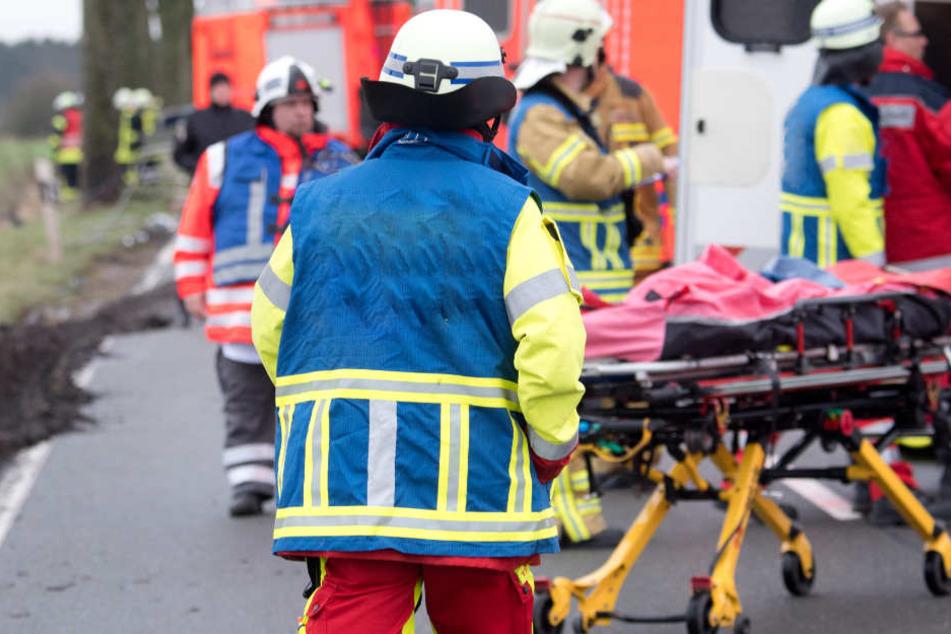 In Bayern ist es auf der B300 zu einem schweren Unfall gekommen. (Symbolbild)