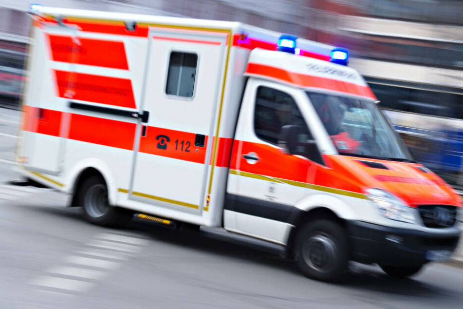 Die Rettungskräfte konnten das Leben des Autofahrers nicht retten. (Symbolbild)
