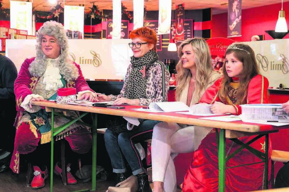 Die Jury (v.l.): Morgenpost-Reporterin Katrin Koch, Dresdens erste Pfefferkuchenprinzessin Linda Jung und die amtierende Prinzessin Ronja I.