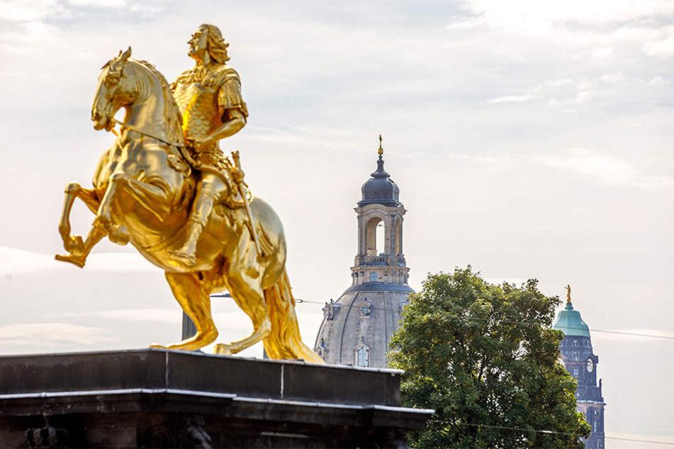 Steckt allein 1,4 Millionen Euro in die Bewerbung zur Kulturhauptstadt 2025: Dresden mit dem berühmten Goldenen Reiter auf der Hauptstraße.