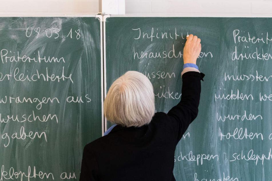Auszahlen statt abbummeln: Sachsen-Anhalts Bildungsministerium will Lehrern künftig Überstunden bezahlen.