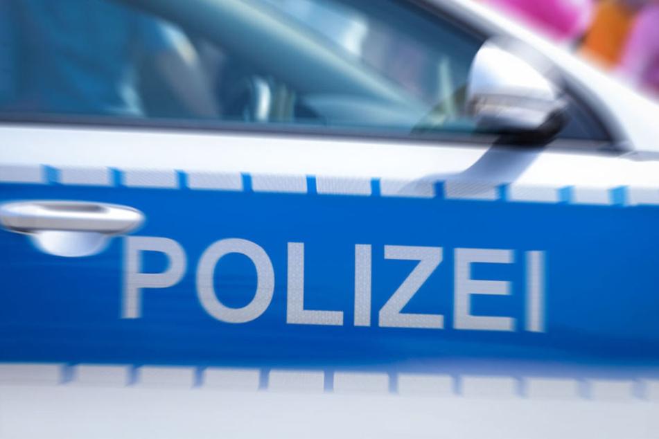Die beiden verletzten Männer konnten sich zu einem nahgelegenen Polizeiabschnitt retten. (Symbolbild)