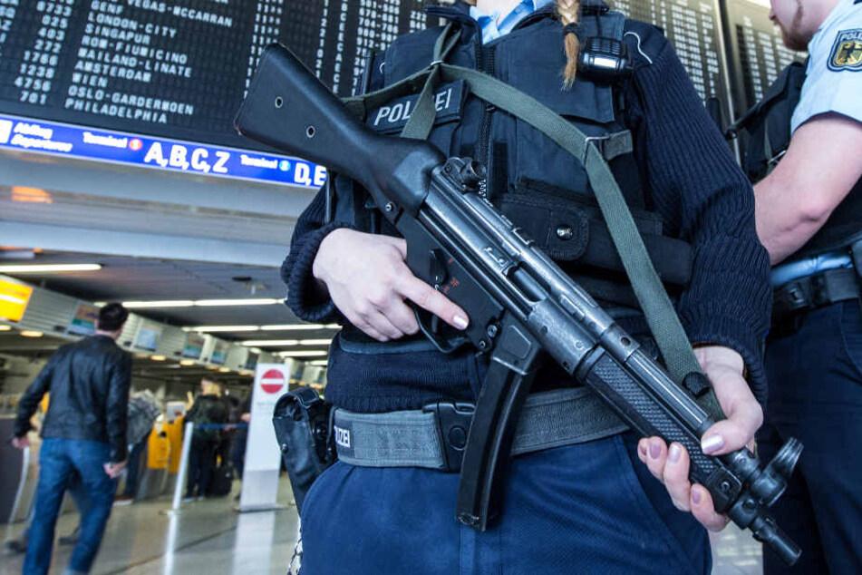 Die Bundespolizei hat Teile des Frankfurter Flughafens geräumt.