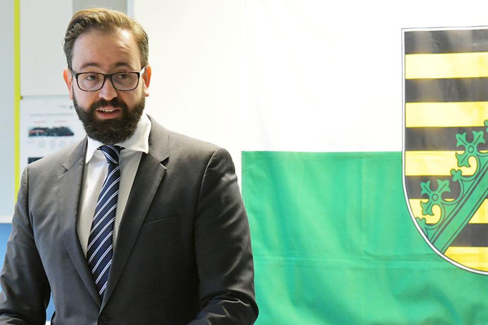 Justizminister Sebastian Gemkow (39, CDU) hatte jüngst darauf verwiesen, dass 2017/18 insgesamt 105 neue Stellen im Justizvollzug geschaffen wurden.
