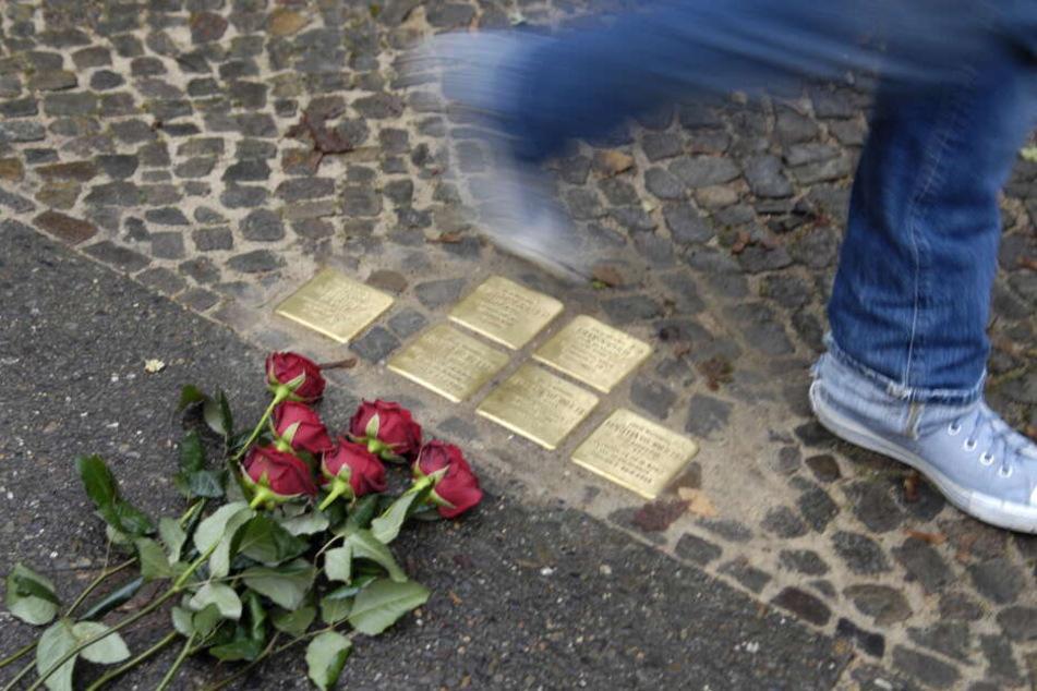 In Gedenken an Opfer der NS-Diktatur werden in Leipzig Stolpersteine verlegt.