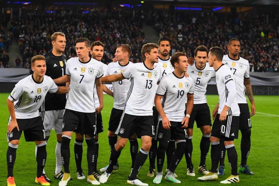 Manuel Neuer (schwarzes Trikot) ist bei den Frauen am beliebtesten.