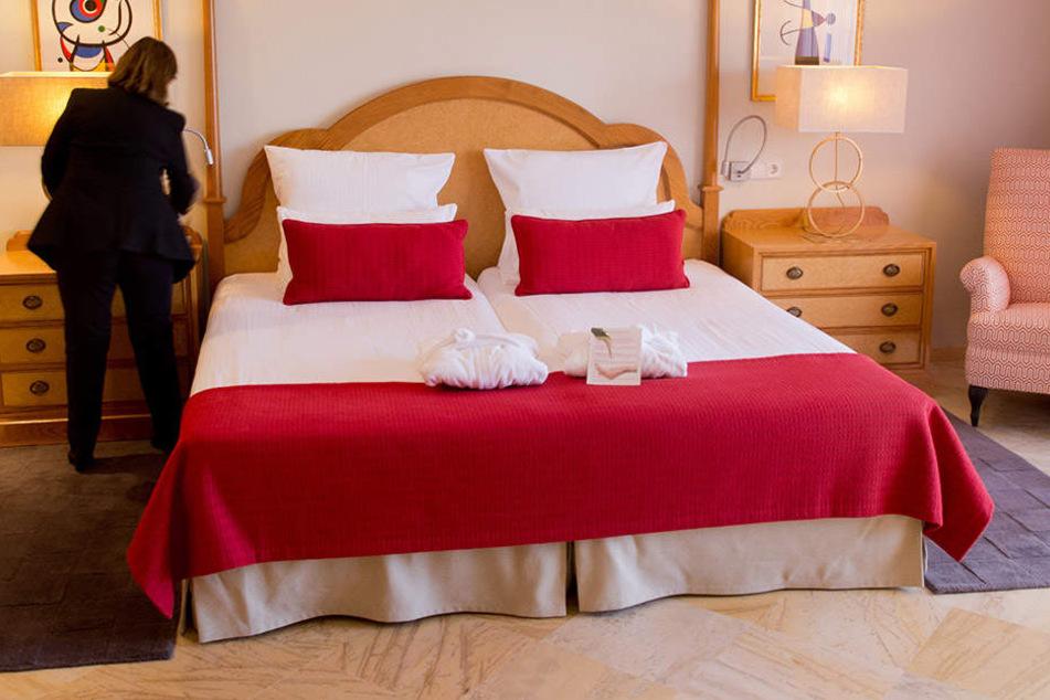 Zimmermädchen packt aus: Dieses Verhalten von Hotelgästen nervt!