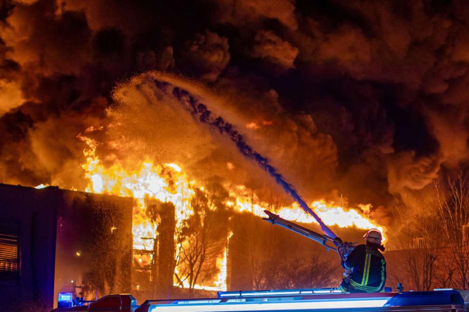 Über 100 Einsatzkräfte der Feuerwehr waren an den Löscharbeiten beteiligt.