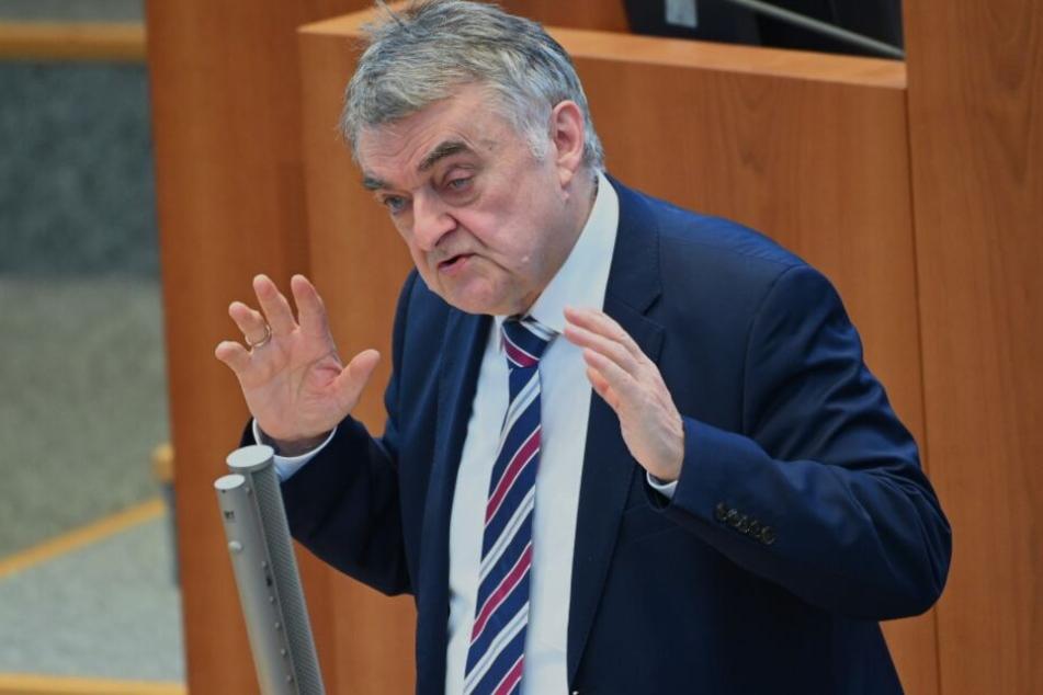 NRW-Innenminister Herbert Reul spricht von Polizeiversagen.