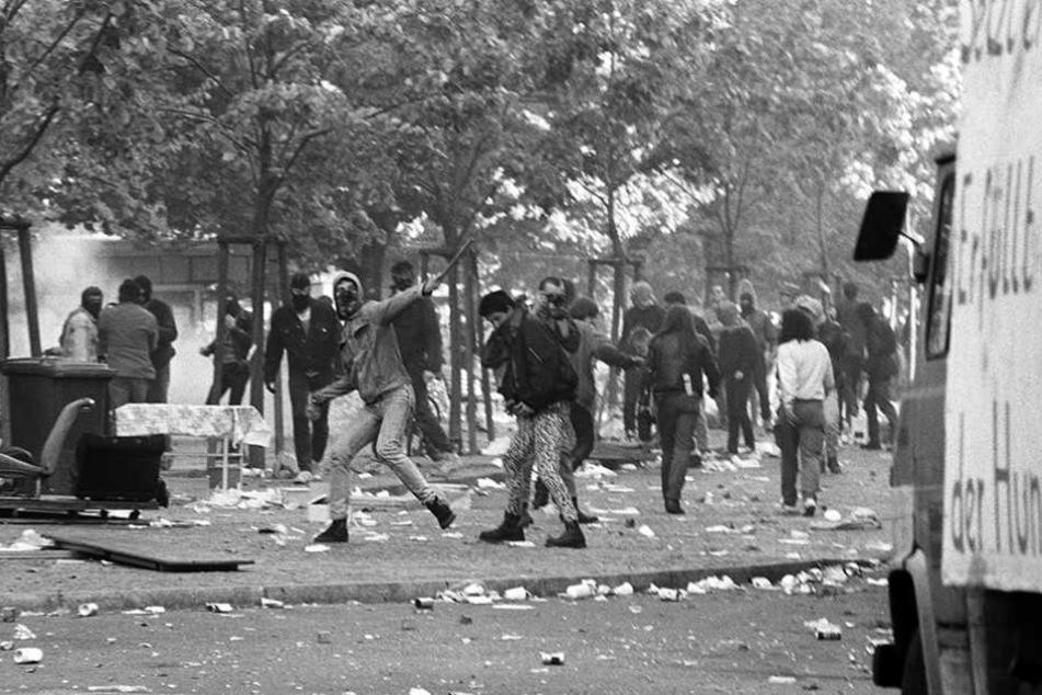 Eine Szene der Straßenschlacht in Kreuzberg vom 1. Mai 1989.