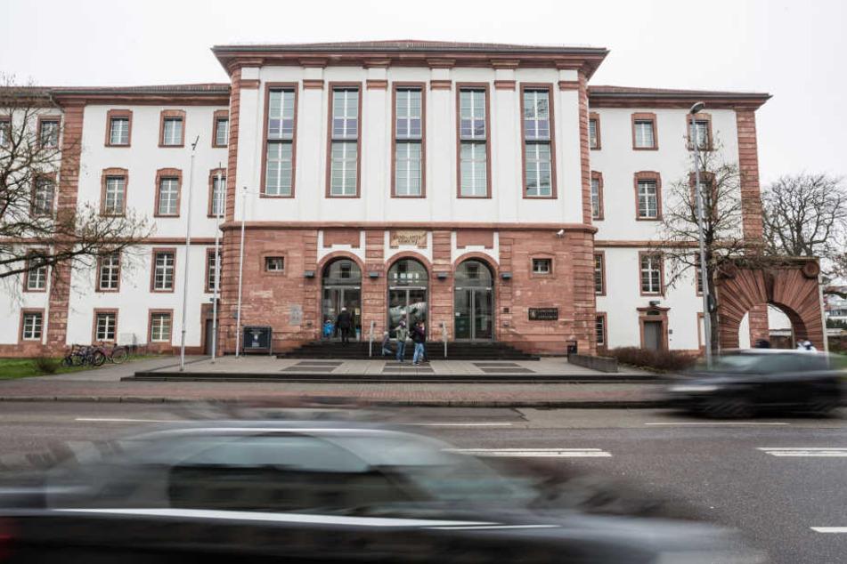 Die Verhandlung wird im Landgericht Hanau stattfinden.