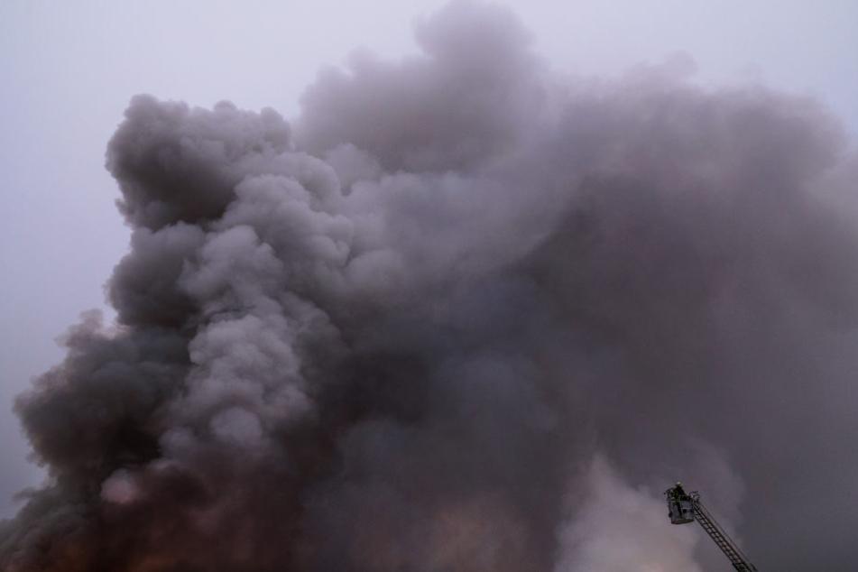 In der Nacht zu Freitag gab es eine große Rauchwolke über der A4 (Symbolbild).