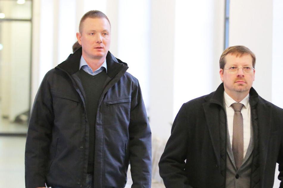Jens Baur (39, li.), Chef der NPD Sachsen mit Peter Schreiber (45, re.), Spitzenkandidat der NPD in Sachsen.