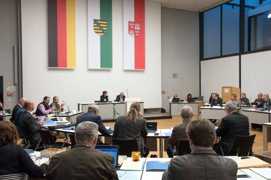 Mein rechter, rechter Platz ist leer: Baubürgermeisterin Kathrin Köhler (39, CDU) fehlte bei der Stadtratssitzung am Donnerstag krankheitsbedingt.