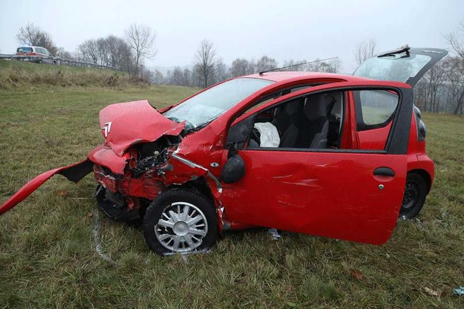 Die Fahrerin des Citroën C1 kam mit schweren Verletzungen ins Krankenhaus.