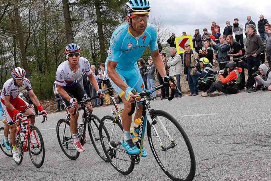 Michele Scarponi (vorn) während des Lüttich Bastogne Lüttich Radrennens im April 2016.