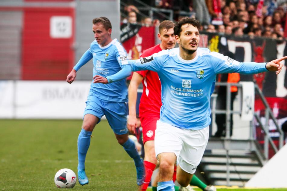 19 Mal jubelte Philipp Hosiner (r.) in 23 Spielen für den Chemnitzer FC. Nach dem Abstieg des CFC ist er bei einigen Drittligisten heiß begehrt - wohl auch in Dresden, das auch Paul Milde auf dem Zettel hat.