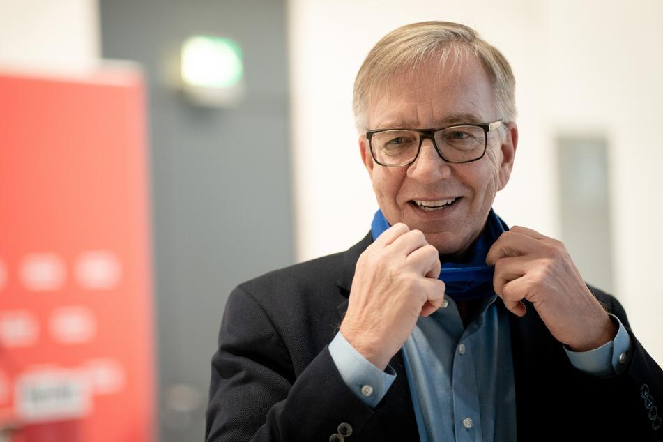 Dietmar Bartsch (62), Fraktionsvorsitzender der Partei Die Linke, fordert von der Bundesregierung eine langfristige Strategie gegen das Coronavirus.
