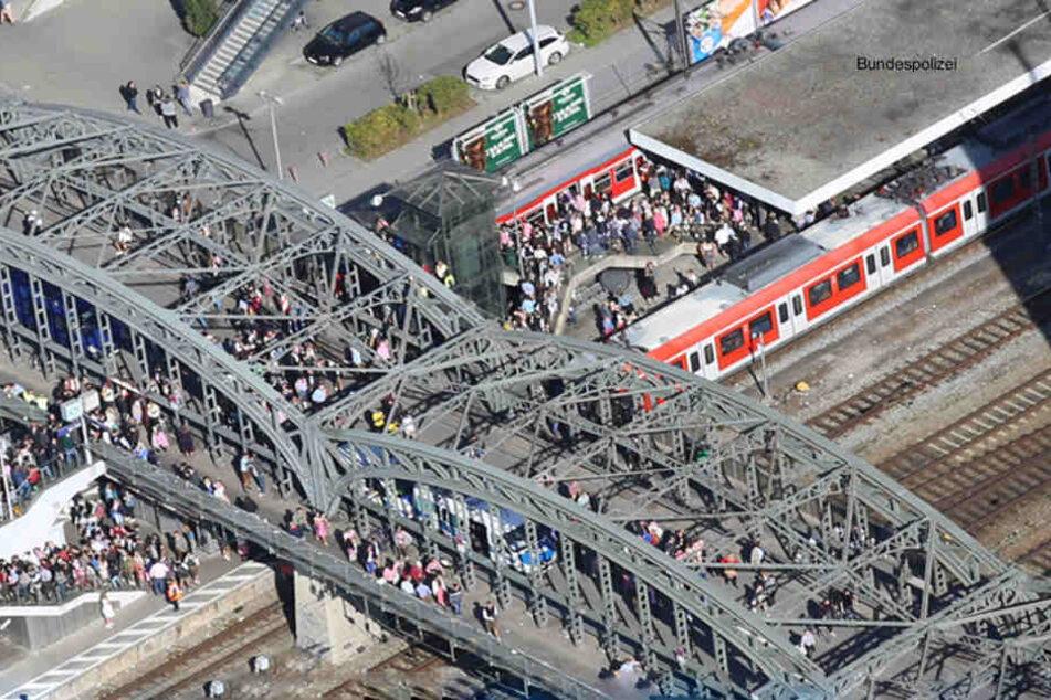 An der S-Bahn-Station Hackerbrücke fotografierte der Mann Frauen unter den Rock. (Symbolbild)