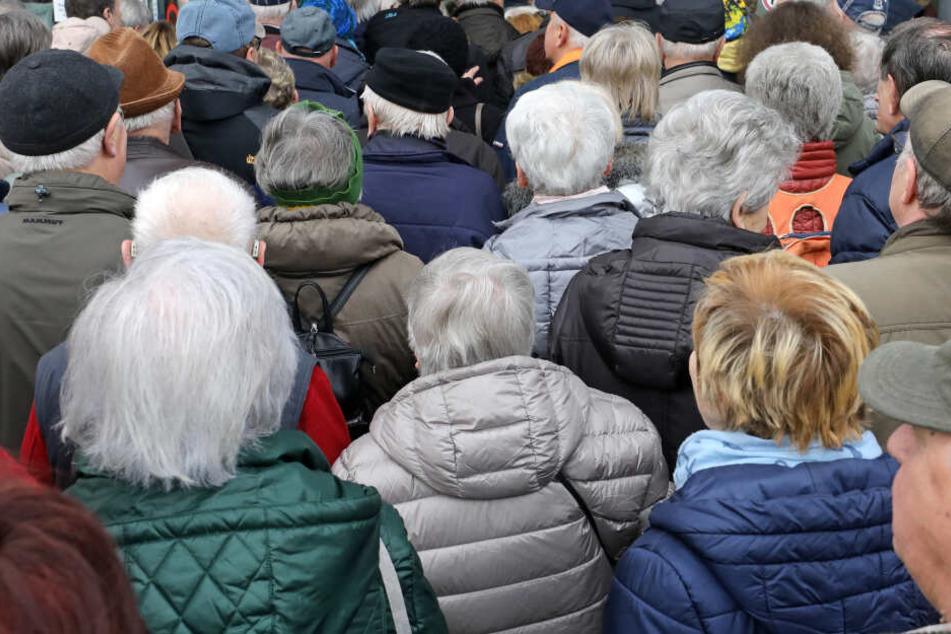 Senioren beklagen Altersdiskriminierung in vielen Bereichen.
