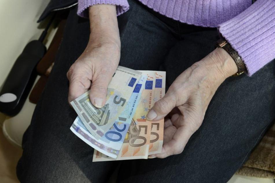 Die Diebe erbeuteten neben Schmuck auch Bargeld.