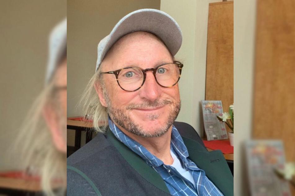 Komiker Otto Waalkes zeigte sich bei einem Schnappschuss mit Bart.