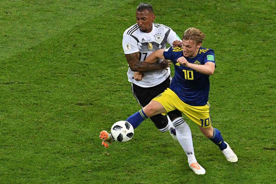 Leistete seiner Mannschaft einen Bärendienst: Jérôme Boateng flog wegen eines völlig unangebrachten Zweikampfverhaltens mit Gelb-Rot vom Platz.