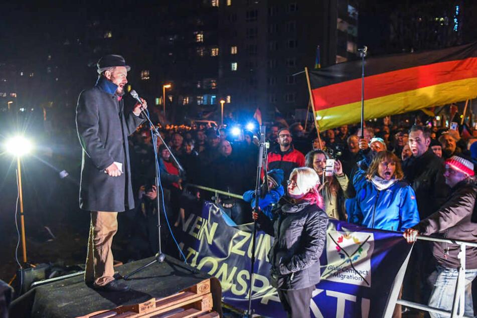 Eine Pro Chemnitz-Demo während des Besuchs von Bundeskanzlerin Angela Merkel im November 2018.