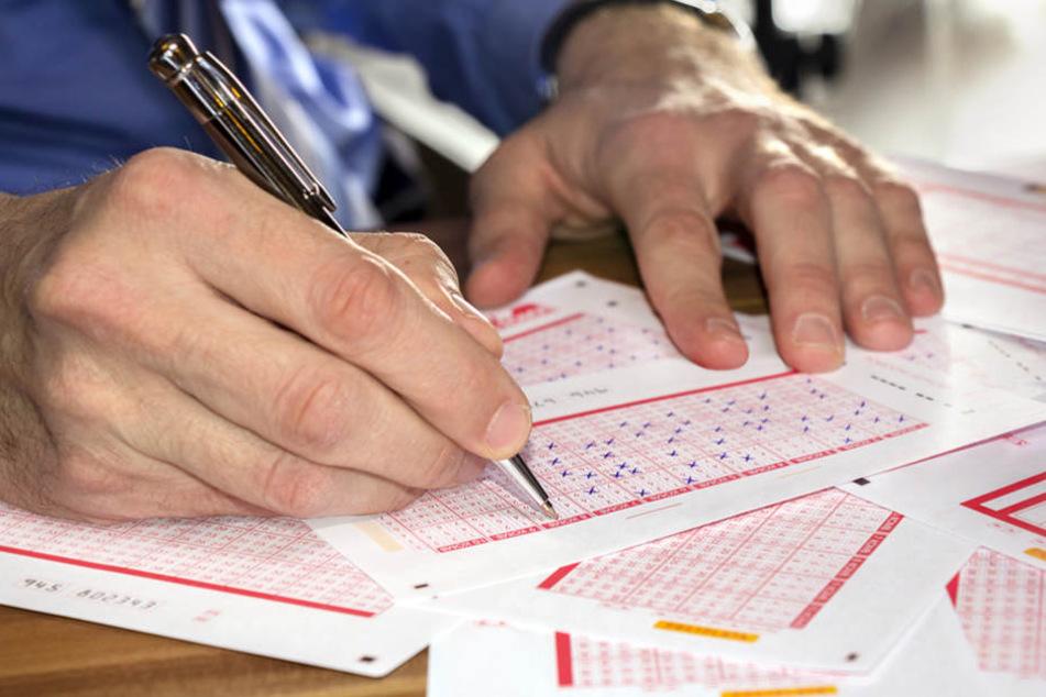 Woche für Woche spielen Millionen Deutsche Lotto und hoffen auf einen Millionengewinn.