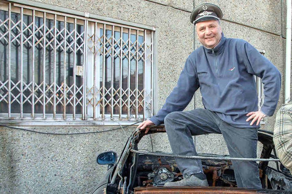 DDR-Museums-Chef Uwe Jähnig (54) hat jetzt auch noch einen Oldtimer-Friedhof angelegt.