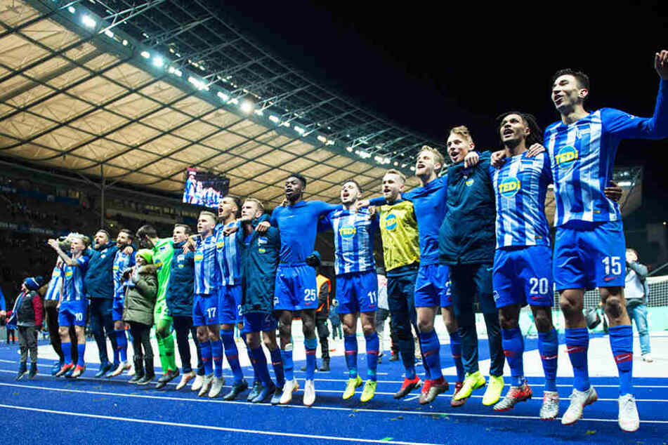 Jubel über einen wichtigen Dreier: Hertha BSC zog punktemäßig mit Eintracht Frankfurt gleich.