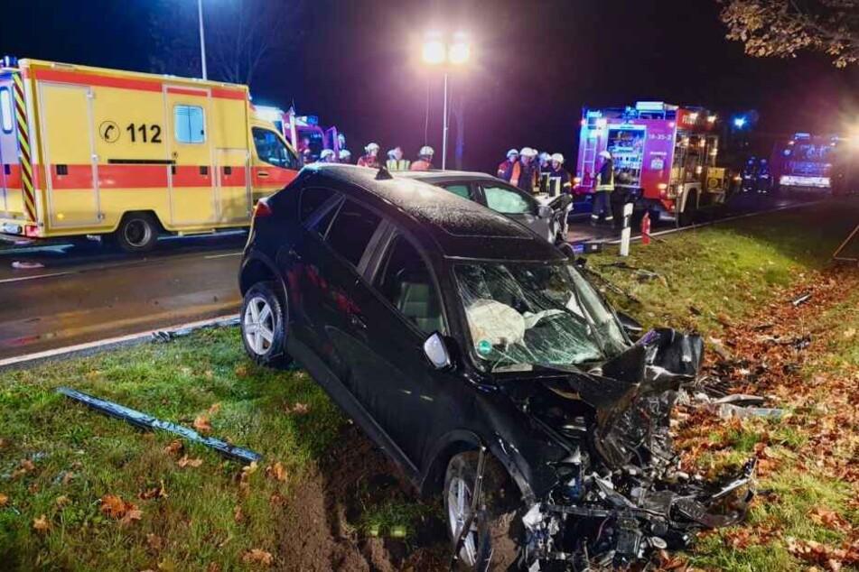 Zwei SUVs sind bei einem schweren Unfall auf der B2 ineinander gekracht.