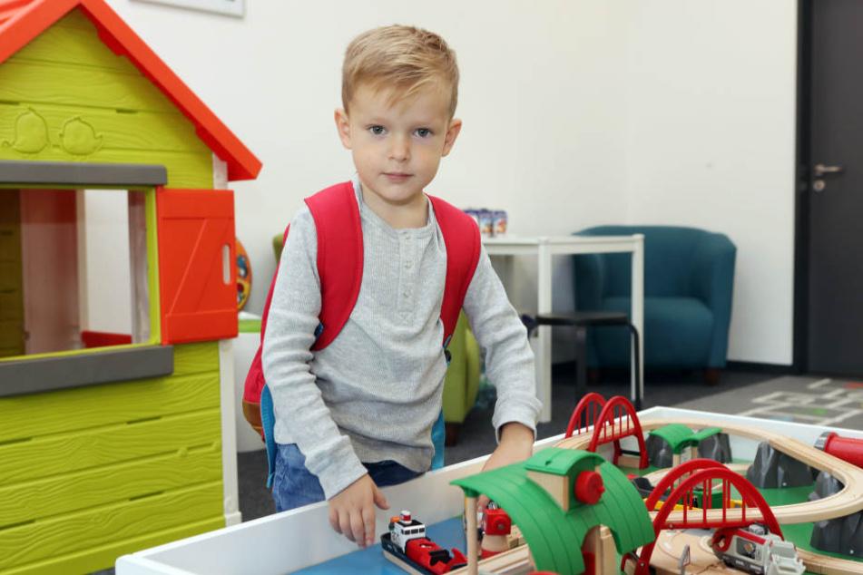 Anton, der fünfjährige Sohn, von FCE-Kapitän Martin Männel, durfte den Kids-Club mit einweihen und verschwand dann sofort in den Räumen, um zu spielen.