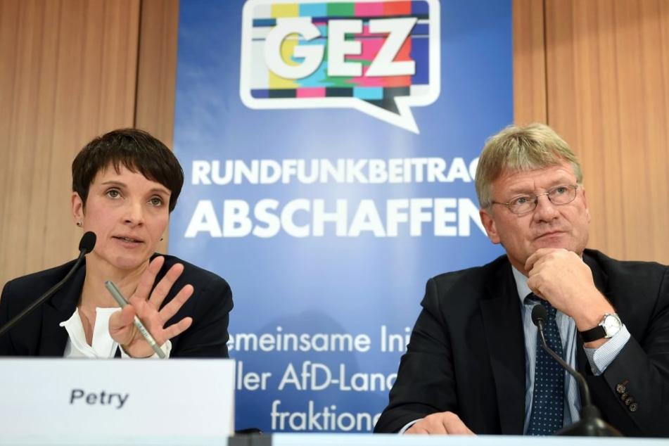 DieAfD-Bundesvorsitzenden Frauke Petry und Jörg Meuthen fordern die Abschaffung des Rundfunkbeitrags.