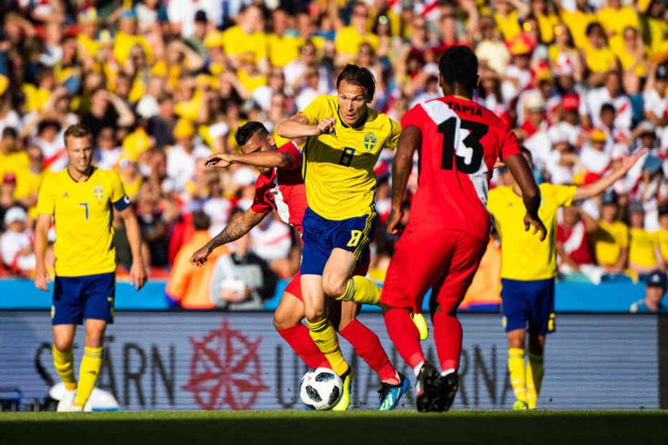 Albin Ekdal (Mitte) im Freundschaftsspiel gegen Peru kurz vor der WM in Russland.