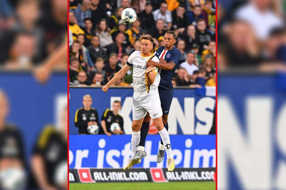 Lucas Röser (l.) beim Kopfballduell mit PSG-Star Thilo Kehrer. Gegen Karlsruhe hat Röser durchaus Chancen auf einen Platz in der Startelf.
