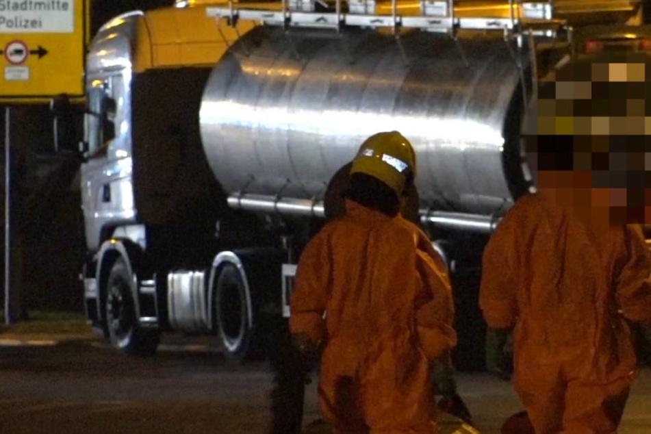 Explosionsgefahr und Katwarn-Alarm: Tanklaster verliert entzündliches Gefahrgut