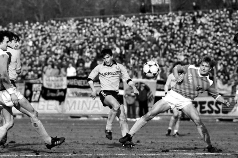 Jörg Stübner (M.) im März 1986 im Dynamo-Trikot.