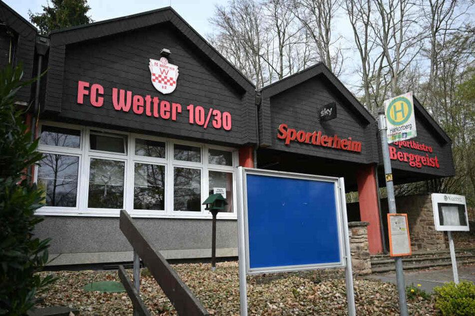 Die wilde Party soll im Vereinsheim des FC Wetter 10/30 stattgefunden haben.