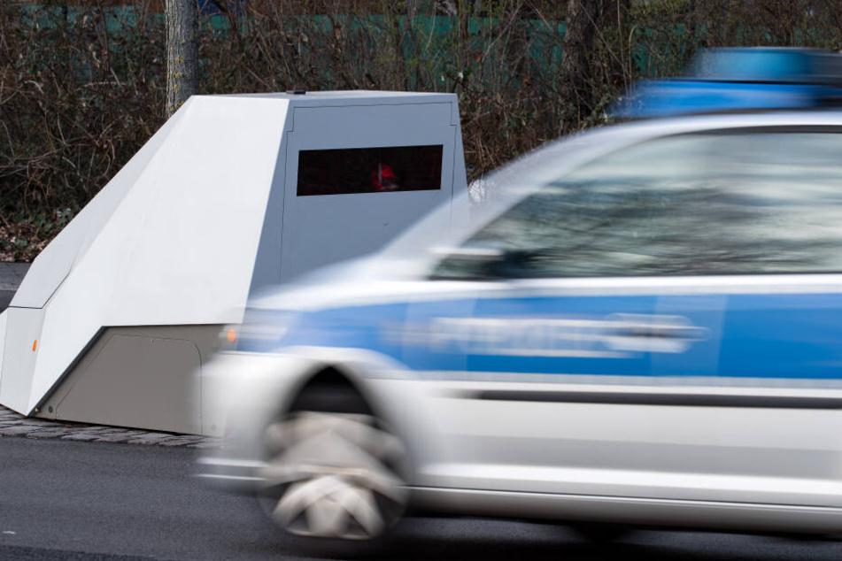 Da die Polizei die Blitzer regelmäßig kontrolliert, entdeckten sie den Mann bei seiner brandgefährlichen Aktion. (Symbolbild)