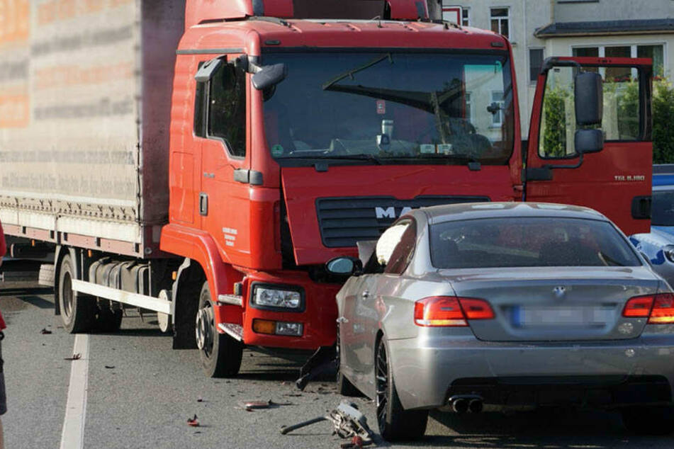 Die B96 wurde für die Unfallaufnahme voll gesperrt.