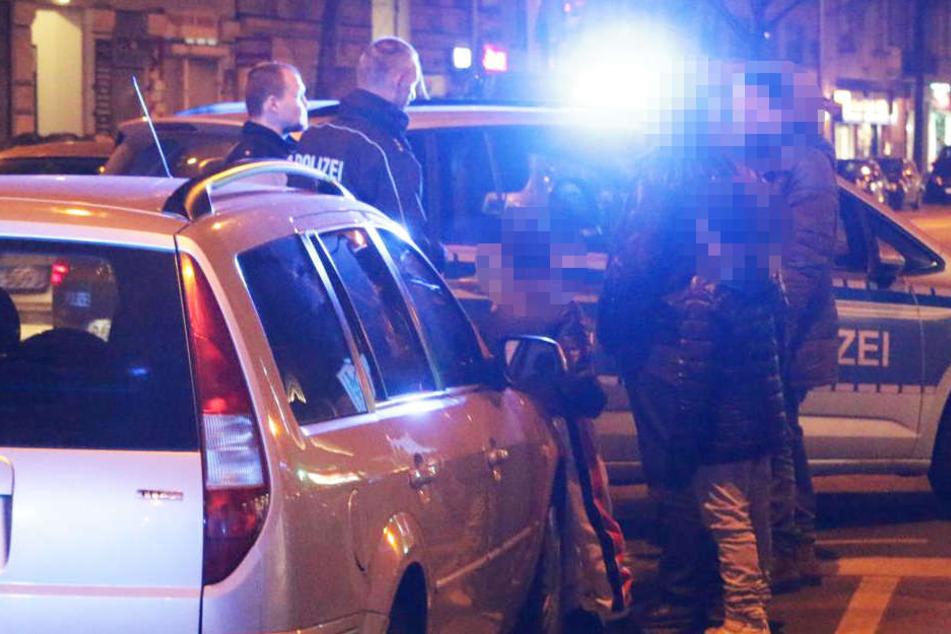 Auf der Potsdamer Straße gelang den Beamten mit Einsatzfahrzeugen einzukeilen.