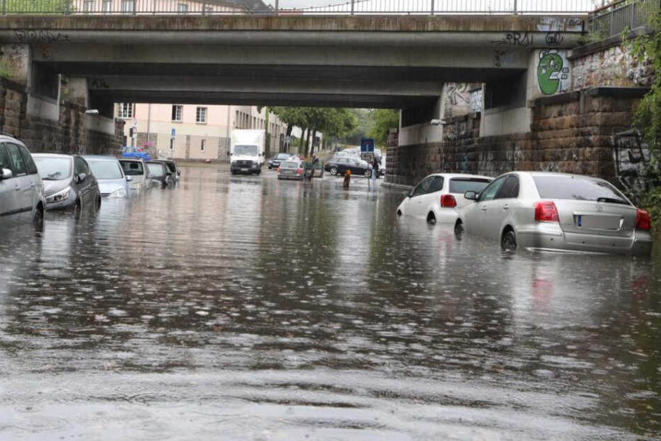 Leipzig säuft ab! Unwetter flutet zahlreiche Straßen und Unterführungen