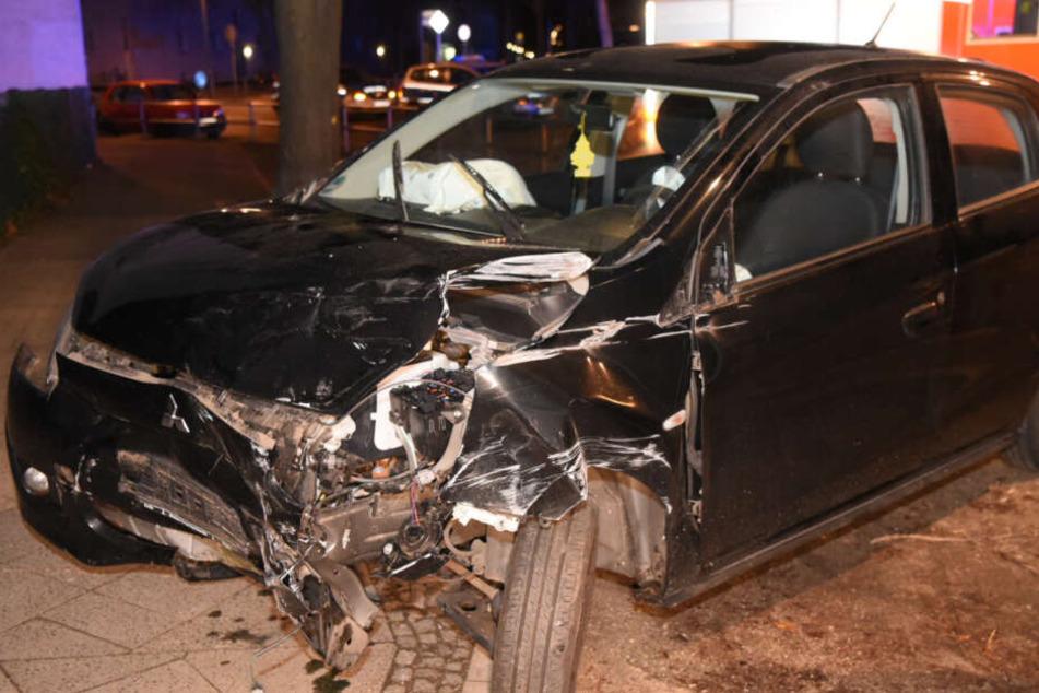 Der Wagen des Betrunkenen wurde schwer beschädigt.