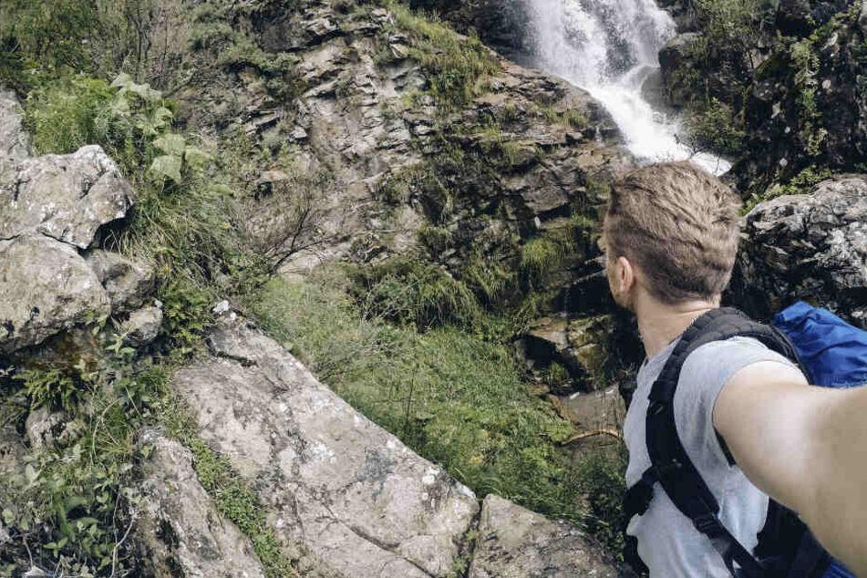 Selfie-Tod! Mann stürzt Wasserfall hinab und stirbt, Freund muss alles mit ansehen
